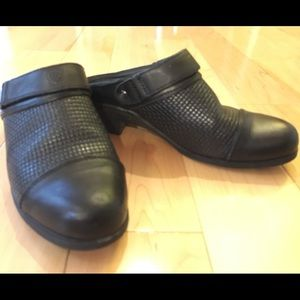 New Condition * ARIAT Clog Mules Black Leather
